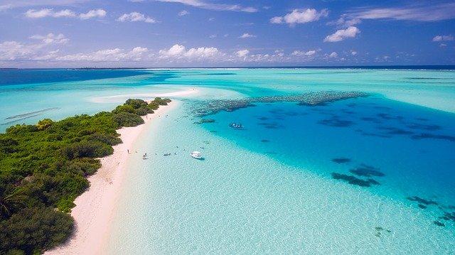 كم ساعة طيران الى جزر المالديف ؟